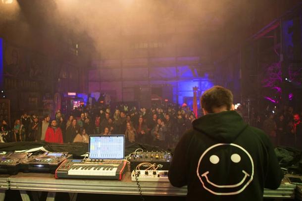 Saytek performing live